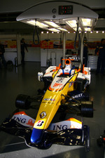Alvaro Parente tests for Renault F1 Team