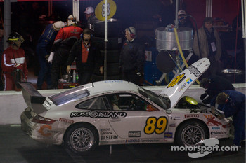 Pitstop for #89 Farnbacher Loles Porsche GT3 Cup: Luca Drudi, Raffael Giammaria, Jorg Hardt, Giacomo Petrobelli, Gabrio Rosa