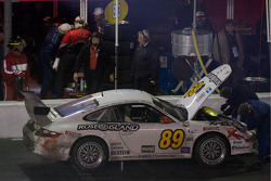 Pitstop for #89 Farnbacher Loles Porsche GT3 Cup: Luca Drudi, Raffael Giammaria, Jorg Hardt, Giacomo Petrobelli, Gabrio Rosa