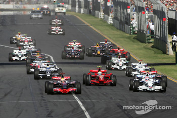 Start, Lewis Hamilton, McLaren Mercedes, MP4-23 leads Robert Kubica, BMW Sauber F1 Team, F1.08 and Heikki Kovalainen, McLaren Mercedes, MP4-23