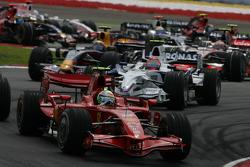 Start: Felipe Massa, Scuderia Ferrari, F2008 leads
