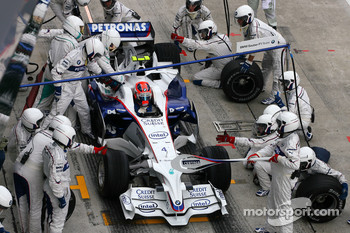 Robert Kubica, BMW Sauber F1 Team during pitstop