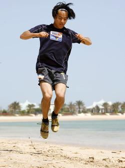 Renault F1 drivers training in Bahrain: Sakon Yamamoto, Renault R28 on the beach