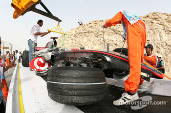 Lewis Hamilton, McLaren Mercedes, MP4-23, crash damaged