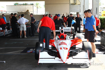 Car of Mario Moraes is inspected