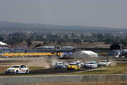 Felix Porteiro, BMW Team Italy-Spain, BMW 320si / Alex Zanardi, BMW Team Italy-Spain, BMW 320si in the gravel