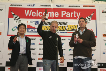 Honda Welcome Party: Tony Kanaan proposes a toast