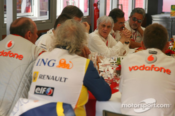 Teams meeting, Bernie Ecclestone, President and CEO of Formula One Management, Ron Dennis, McLaren, Team Principal, Chairman, Flavio Briatore, Renault F1 Team, Team Chief, Managing Director
