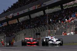 Robert Kubica, BMW Sauber F1 Team, Heikki Kovalainen, McLaren Mercedes