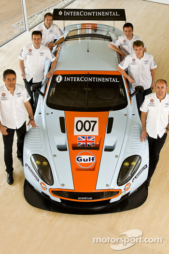 David Brabham, Darren Turner, Antonio Garcia, Heinz-Harald Frentzen, Andrea Piccini and Karl Wendlinger with the Gulf Aston Martin DBR9 GT1