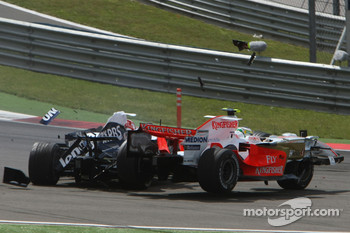 Giancarlo Fisichella, Force India F1 Team, VJM-01 crashes over the top of Kazuki Nakajima, Williams F1 Team, FW30