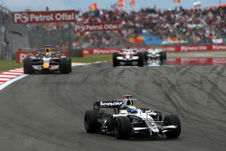 Nico Rosberg, WilliamsF1 Team leads David Coulthard, Red Bull Racing