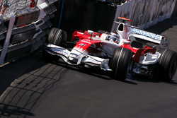 Jarno Trulli, Toyota F1 Team touch the wall