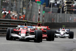 Timo Glock, Toyota F1 Team leads Felipe Massa, Scuderia Ferrari