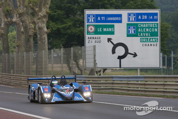 #40 Quifel-ASM Team Lola B05-40 AER: Olivier Pla, Miguel Amaral, Guy Smith