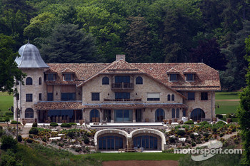 photo: house/residence of talented 800 million earning Genfersee-resident