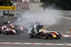 Start: Nico Hulkenberg and Mika Ma_ki battle for the lead
