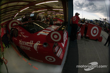 Reed Sorenson's Target/Maxwell House Dodge crew preps his car up