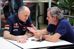 (L naar R): Franz Tost, Scuderia Toro Rosso teambaas met Carlos Sainz