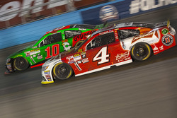 Kevin Harvick, Stewart-Haas Racing Chevrolet and Danica Patrick, Stewart-Haas Racing Chevrolet