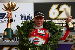 Podium: winner Felix Rosenqvist, Prema Powerteam Dallara Mercedes-Benz