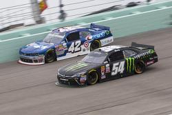 Kyle Busch, Joe Gibbs Racing Toyota and Kyle Larson, Hscott Motorsports Chevrolet
