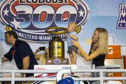 Winner Kyle Larson, Hscott Motorsports Chevrolet