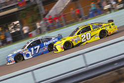 Ricky Stenhouse Jr., Roush Fenway Racing Ford and Matt Kenseth, Joe Gibbs Racing Toyota
