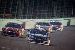 Ryan Newman, Richard Childress Racing Chevrolet and Jamie McMurray, Chip Ganassi Racing Chevrolet