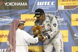 Podium: winner Yvan Muller, Citroën C-Elysée WTCC, Citroën World Touring Car team