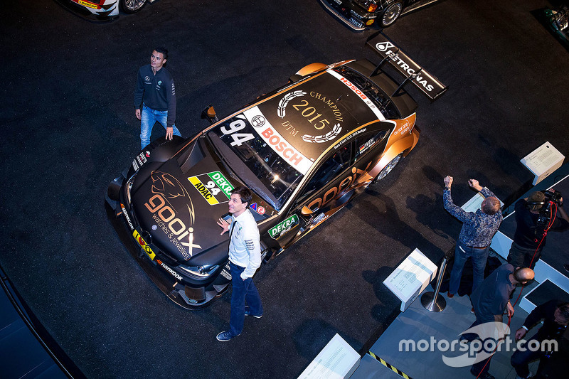 Pascal Wehrlein and Toto Wolff with the DTM-winning Mercedes
