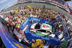 Podium: race winner Tiago Monteiro, Honda Civic WTCC, Honda Racing Team JAS