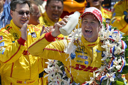 Ryan Hunter-Reay celebrates with race engineer Ray Gosselin
