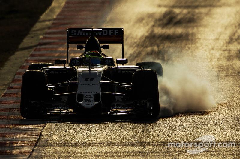 1. Sergio Perez, Sahara Force India F1 VJM09 locks up under braking