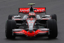 Heikki Kovalainen, McLaren Mercedes, MP4-23, Running 2 different sidepods