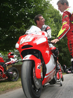 Troy Corser tries out Loris Capirossi's Ducati