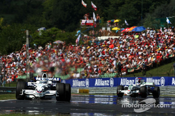 Nick Heidfeld, BMW Sauber F1 Team, F1.08 leads Jenson Button, Honda Racing F1 Team, RA108