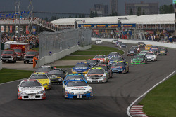 Start: Scott Pruett and Max Papis battle for the lead