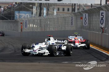 Nick Heidfeld, BMW Sauber F1 Team leads Timo Glock, Toyota F1 Team