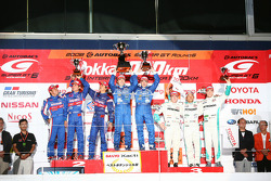 GT500 podium: class and overall winners Tsugio Matsuda and Sébastien Philippe, second place Yuji Ide, Shinya Hosokawa and Kosuke Matsuura, third place Juichi Wakisaka, Andre Lotterer and Carlo Van Dam