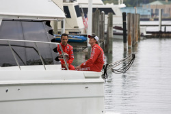 IndyCar Series 2008 contenders photoshoot: Helio Castroneves and Scott Dixon on the boat
