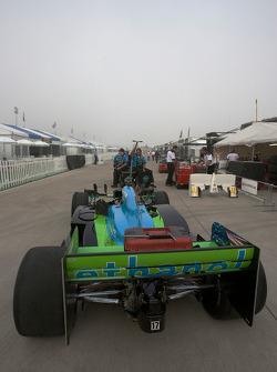Car of Ryan Hunter-Reay taken to pitlane