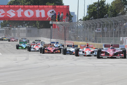 Start: Scott Dixon leads the field