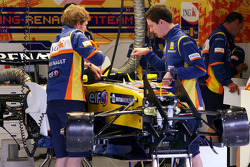 Renault F1 Team mechanics