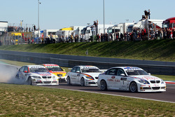 Andy Priaulx, BMW Team UK, BMW 320si WTCC, Jorg Muller, BMW Team Germany, BMW 320si