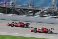 Dan Wheldon and Scott Dixon running together