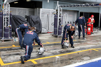 Red Bull Racing drying their pit box
