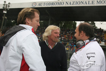 Colin Kolles, Force India F1 Team, Team Principal and Michael Mol, Force India F1 Team with Sir Richard Branson, Chairman of the Virgin Group