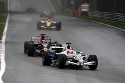 Rubens Barrichello, Honda Racing F1 Team, RA108 leads Sébastien Bourdais, Scuderia Toro Rosso, STR03