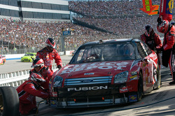 Pit stop for Carl Edwards